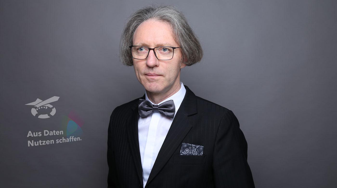 Kontakt aufnehmen:  Mit Klarheit und Konsequenz … Strategiemoderation und Businessmoderation – Ralf Hasford moderiert Workshop, Meeting, Klausur und Fachtagung.